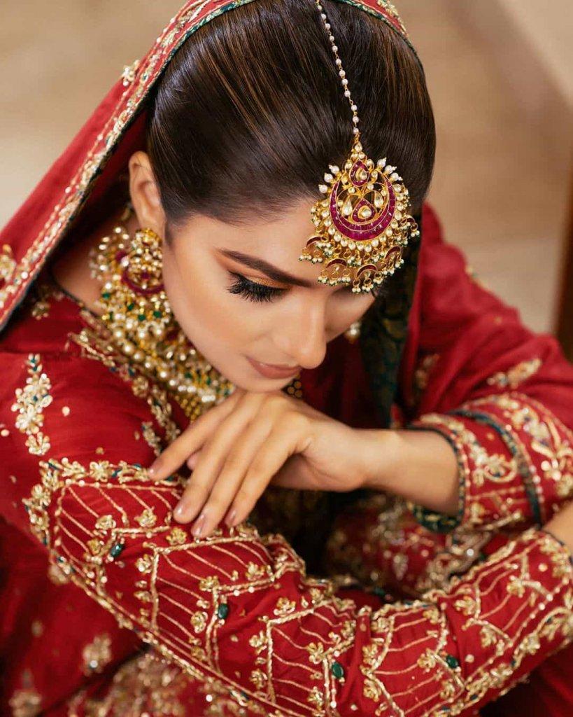 ayeza-khan-bride-dress