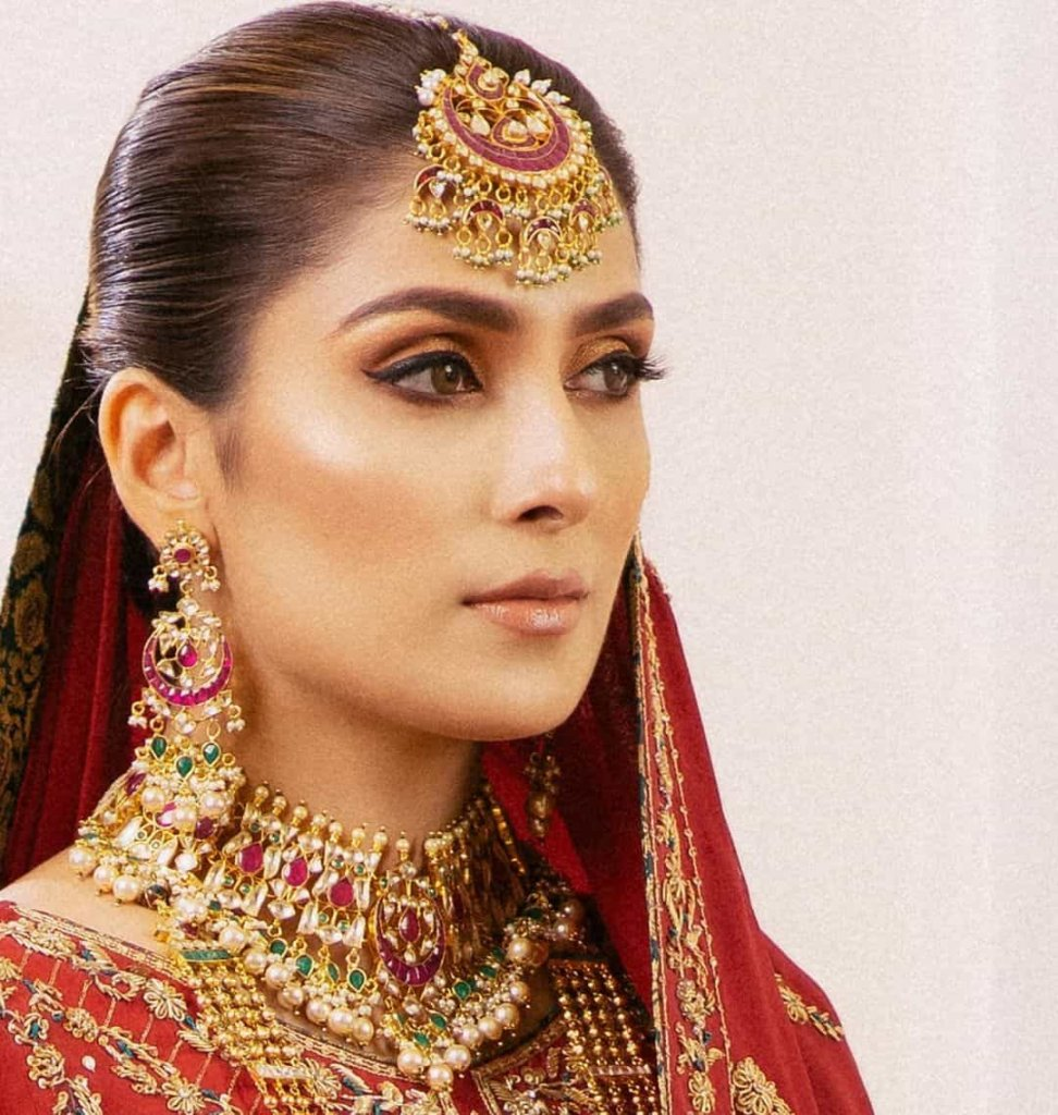 ayeza-khan-bridal-dress
