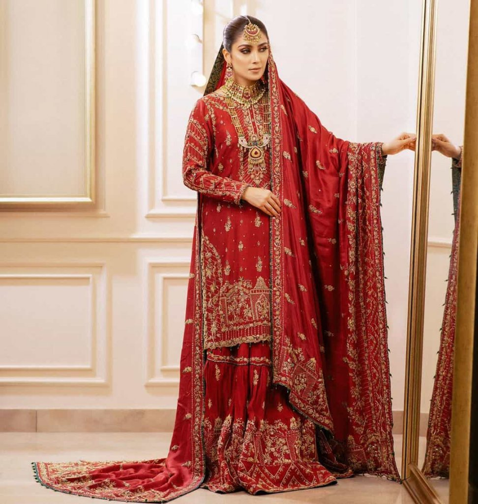 ayeza-khan-red-bridal-dress
