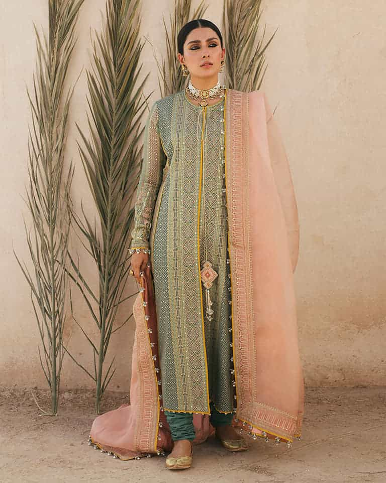 Ayeza Khan Became A Village Woman In Her New Photoshoot