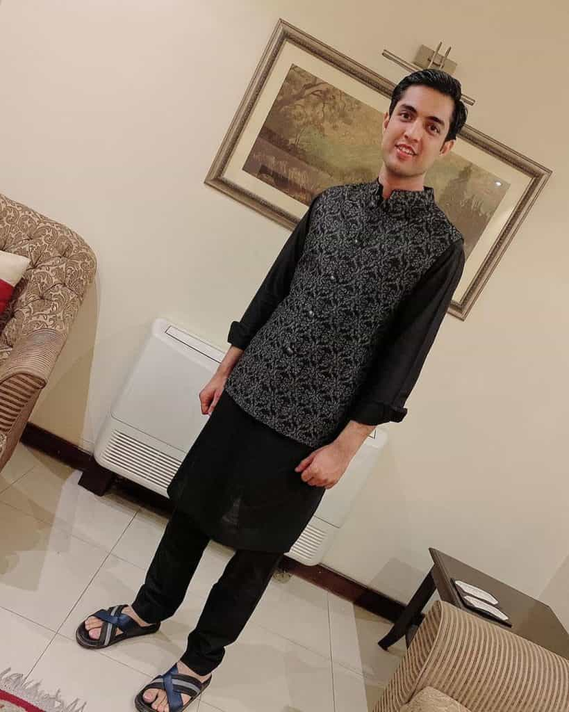 Beautiful Pictures of Iqrar Ul Hassan And Farah Yousaf Attending A Family Wedding