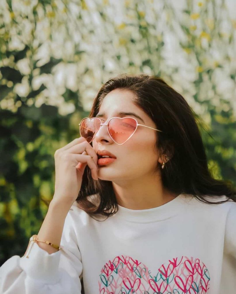 Mawra Hocane shows off her stylish side in her latest Instagram picture