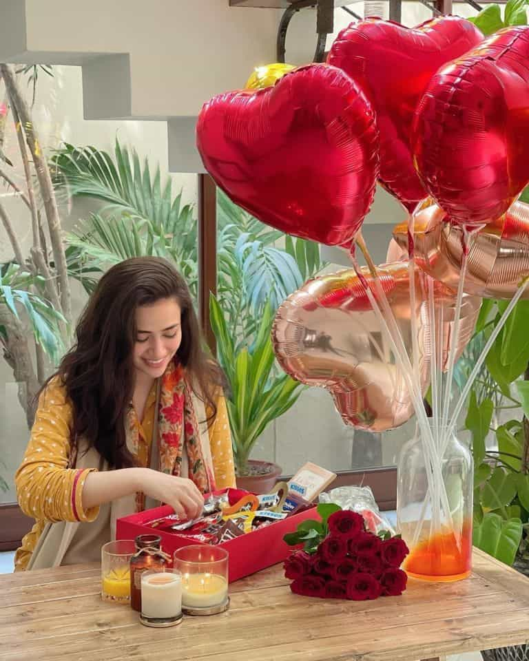 Beautiful Pictures of Sana Javed Celebrating Her 28th Birthday With Umair Jaswal