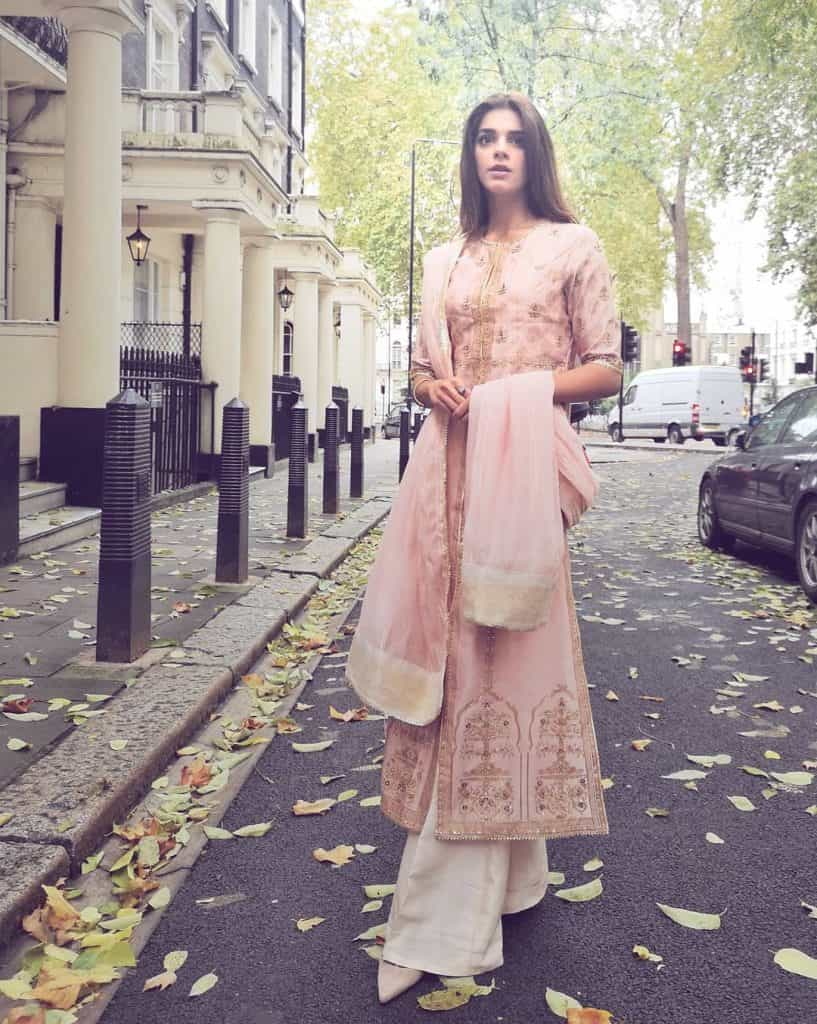 Beautiful Pictures of Sanam Saeed Copying Style of Madam Noor Jehan