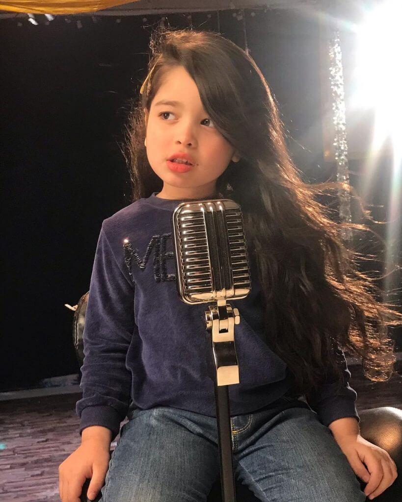 Aayat Arif Sings The 'Fitoor' Theme Song [Video]