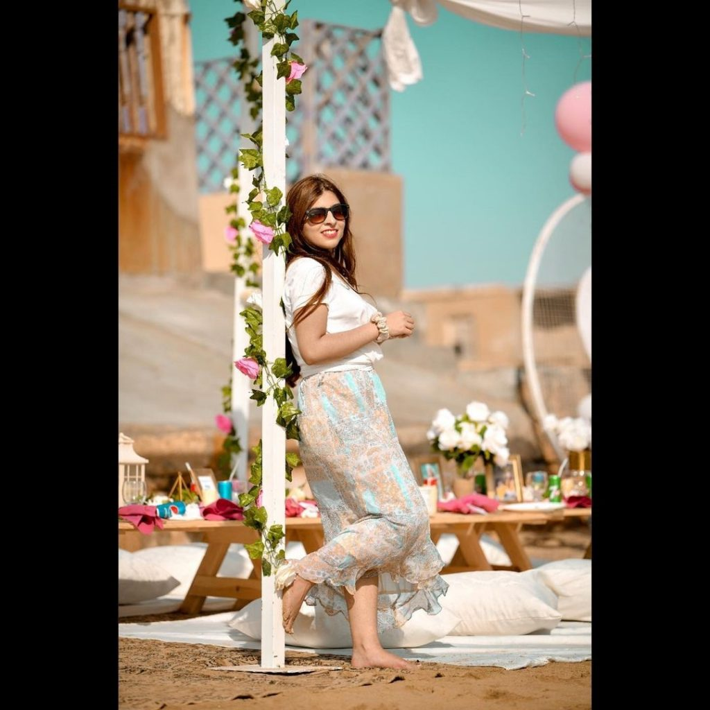 Dananeer Mobeen Shows How To Keep Your Beach Holiday Outfits Chic And Stylish