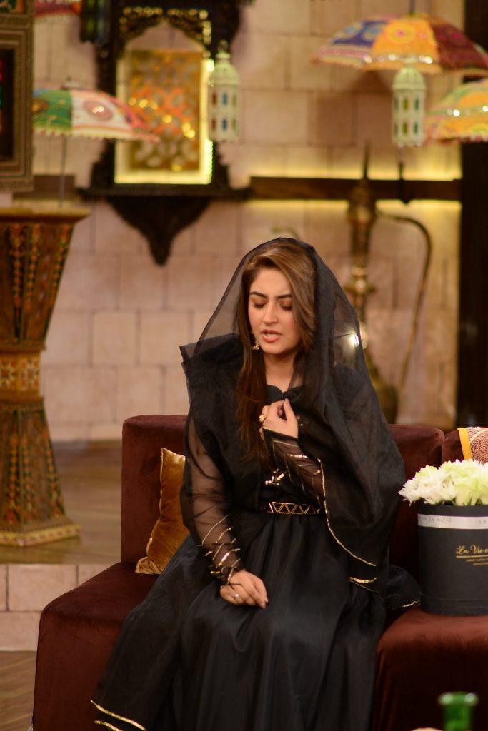 Hiba Bukhari Reciting Naat In Beautiful Voice