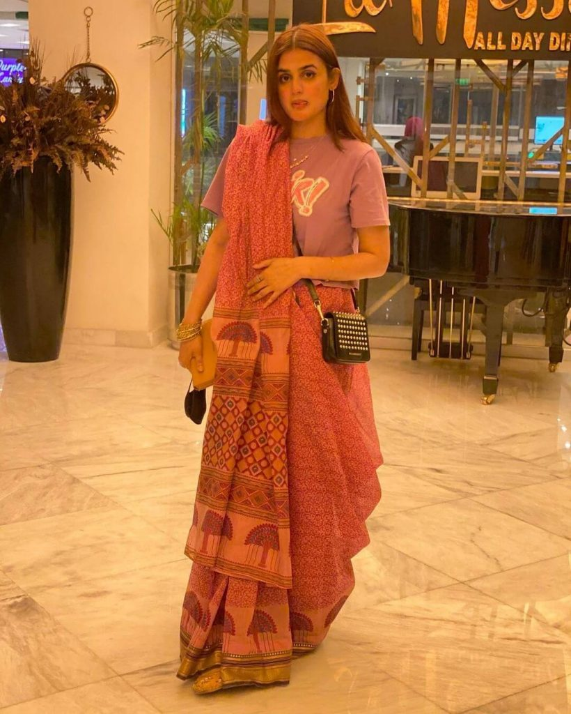 Hira Mani Went Out To Dinner Wearing  Saree With A T-shirt
