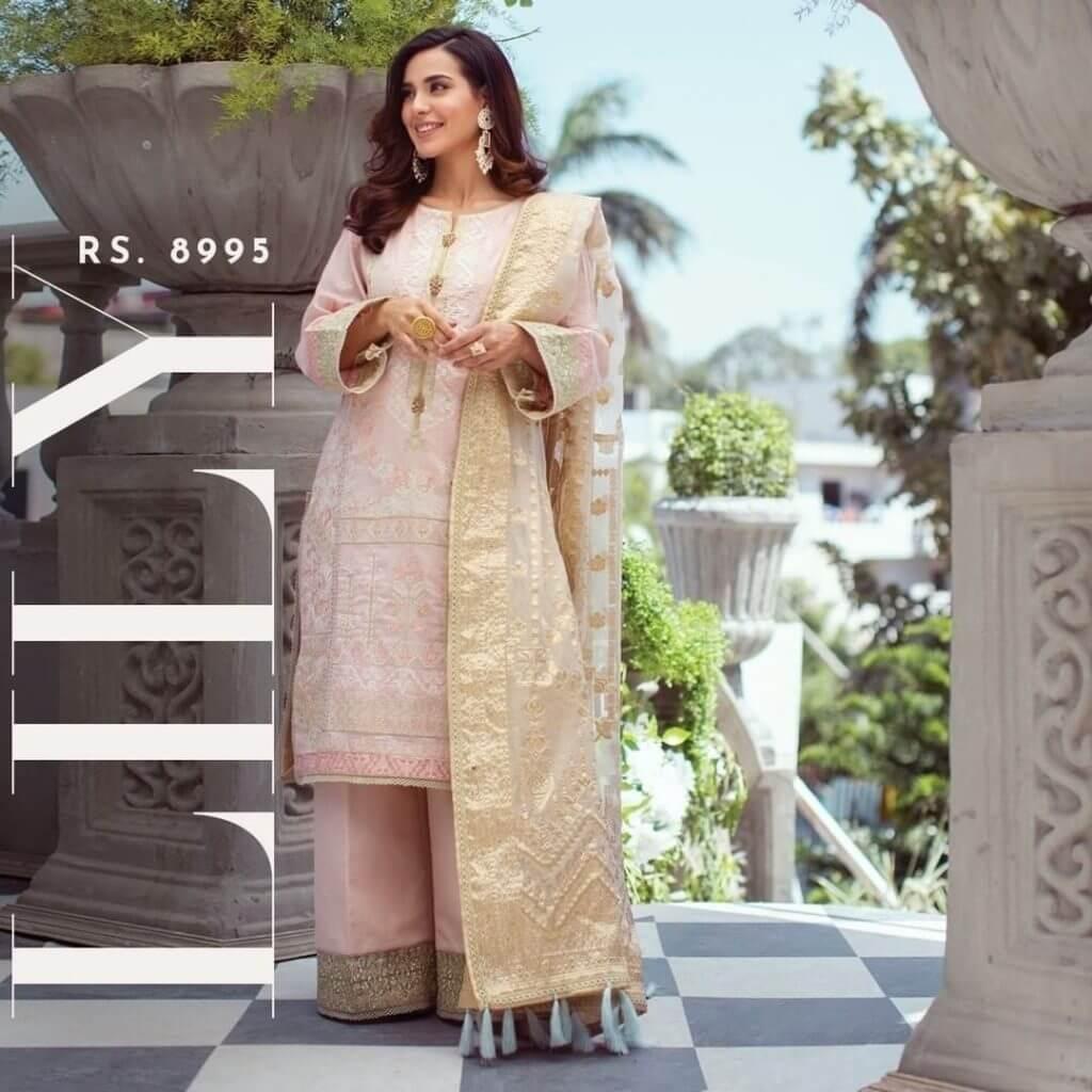 Iqra Aziz Looks so Fat in her Recent Photoshoot