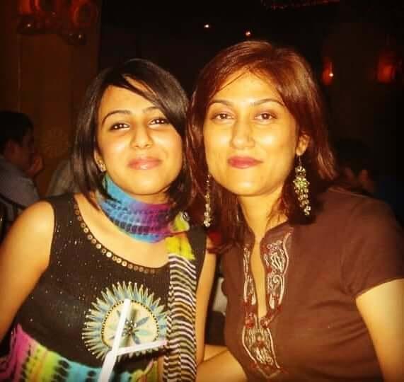 irsa ghazal stepsister