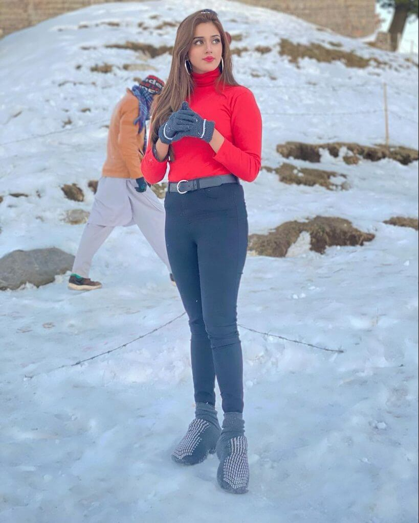 Jannat Mirza Enjoying Holidays With Friends In Mountain