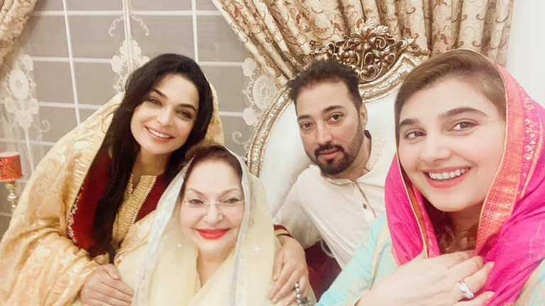 Javeria Saud Arranged Naat Khawani At Home Before The Arrival of Ramadan