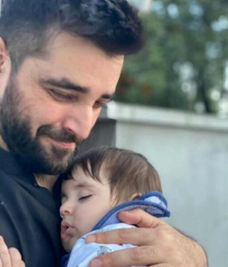 Naimal Khawar and Her Family Pose in these Cute Photos [Pictures]