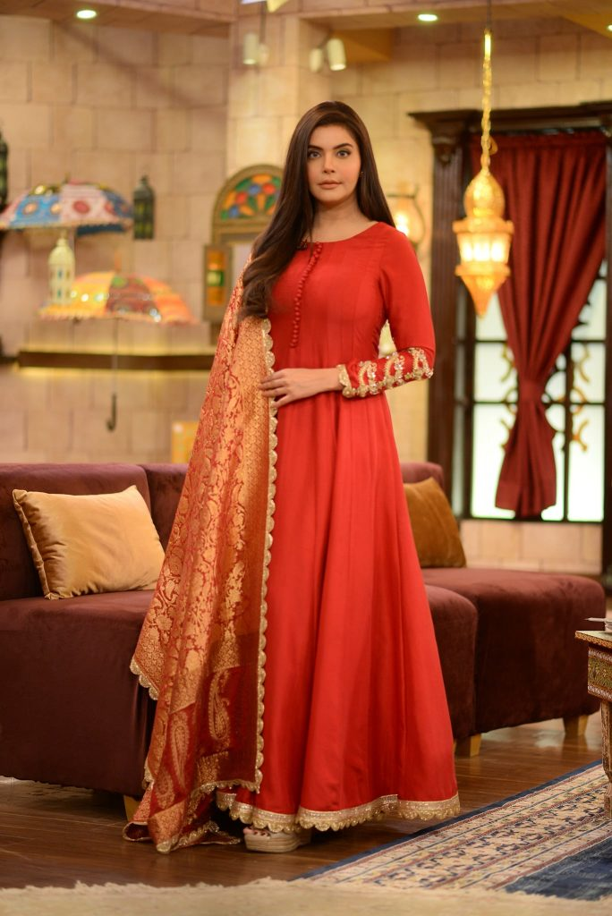 Beautiful Pictures of Nida Yasir in Red And Black Dress