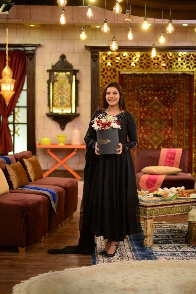 Pics: Nida Yasir Shimmers In A Shiny Dress