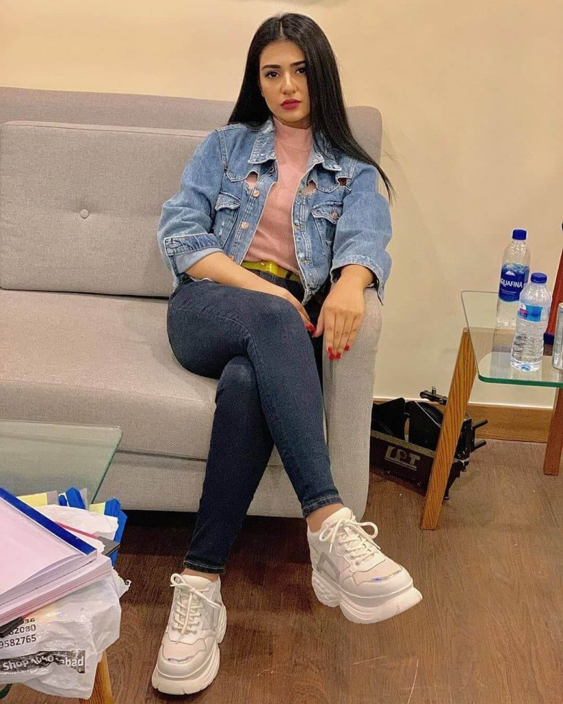 Beautiful Pictures of Falak Shabir Wife Sarah Khan Expecting Their First Baby