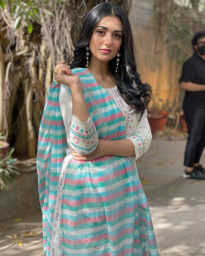 Sarah Khan Fans Worried Over Her Health After New Photo Goes Viral