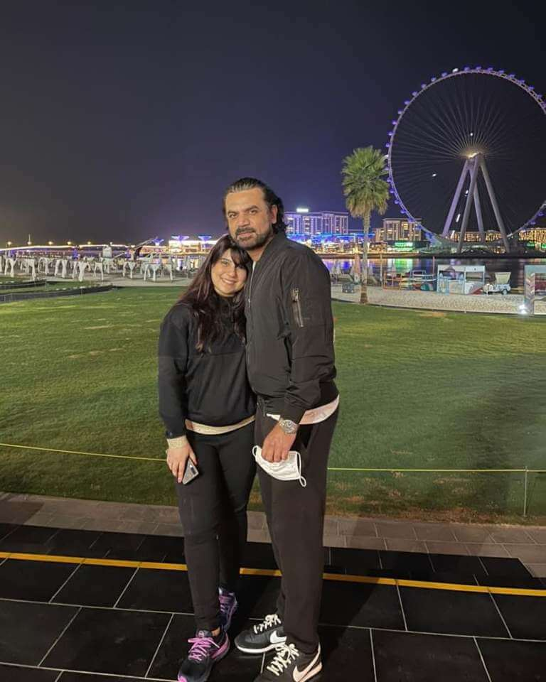 Beautiful Family Pictures of Vasay Chaudhry With His Wife And Kids