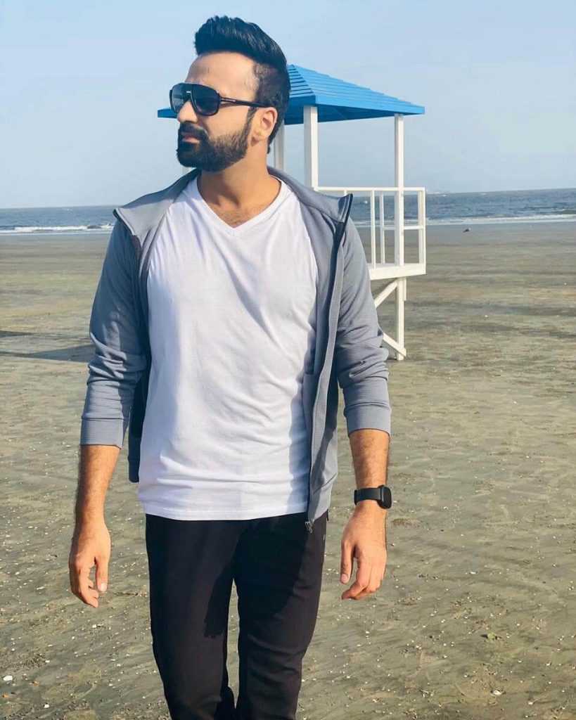 Waseem Badami's Video Goes Viral As He Leaves Home For A Month-Long Ramadan Transmission