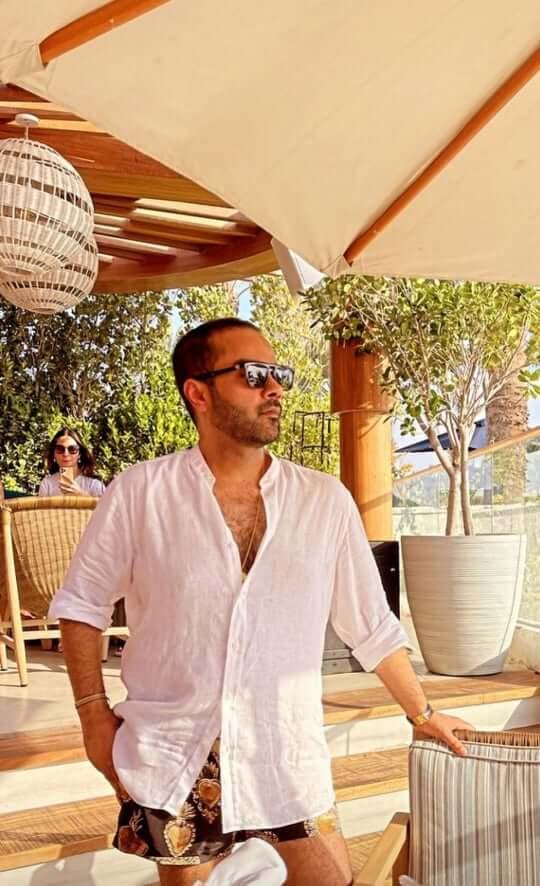 Alyzeh Gabol Enjoying Holidays At Beach With Friends