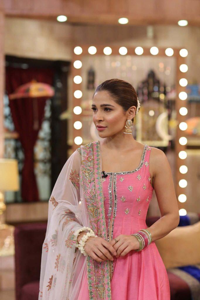 Beautiful Pictures of Ayesha Omar's in Nida Yasir Morning Show