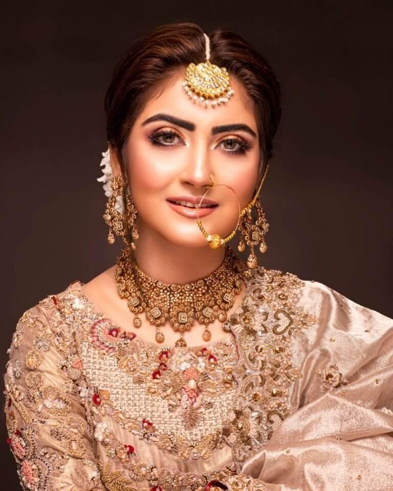 Hiba Bukhari Looking So Royal In Her Latest Bridal Photoshoot