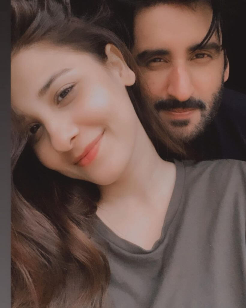 Beautiful Clicks of Hina Altaf Celebrates 1st Wedding Anniversary With Agha Ali