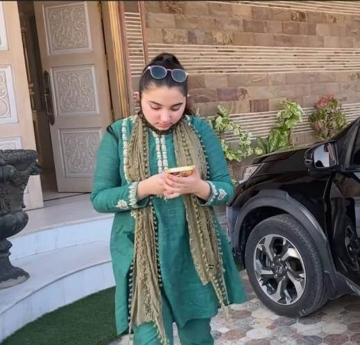 In Pics: Javeria Saud Shopping For Eid With Her Family
