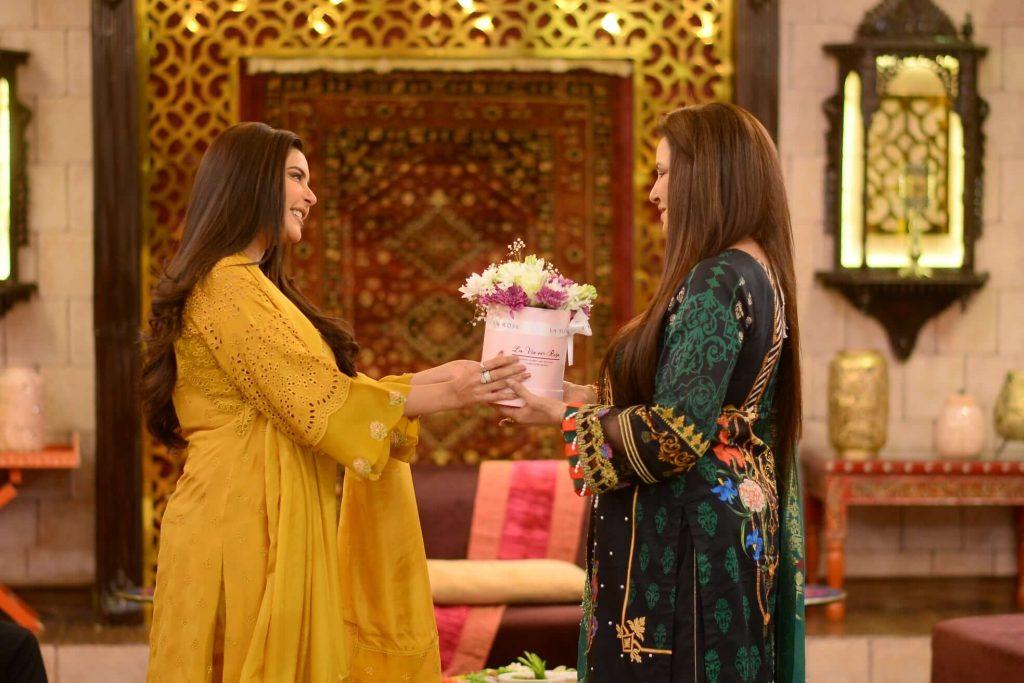 Beautiful Pictures of Nida Yasir And Shaista Lodhi Wearing Same Dress
