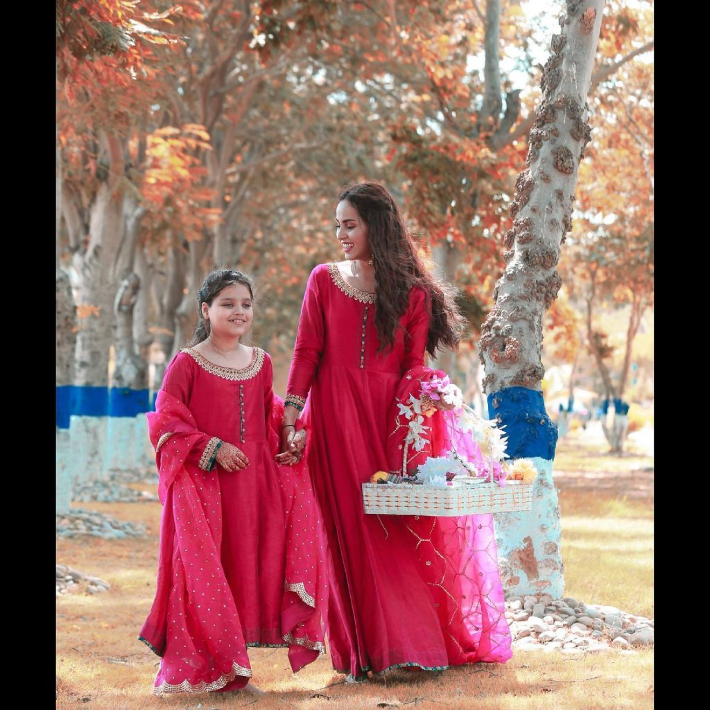 Beautiful Pictures of Nimra Khan Celebrating Eid With her Younger Sister Wearing The Same Dress