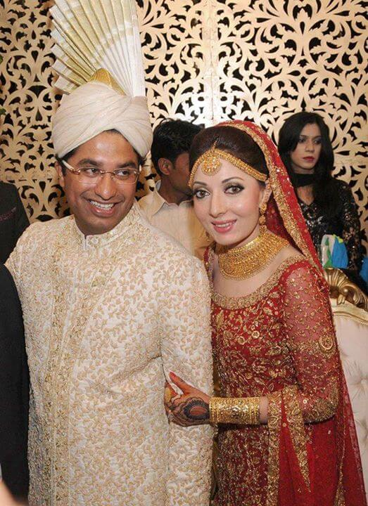 Beautiful Family Pictures of Sharmila Farooqi With Her Husband And Kids