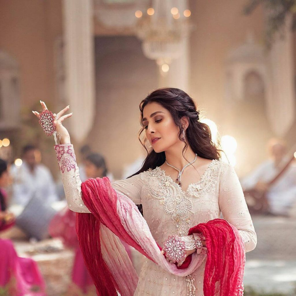 Actress Ayeza Khan Latest Photoshoot For Mushq Clothing Brand