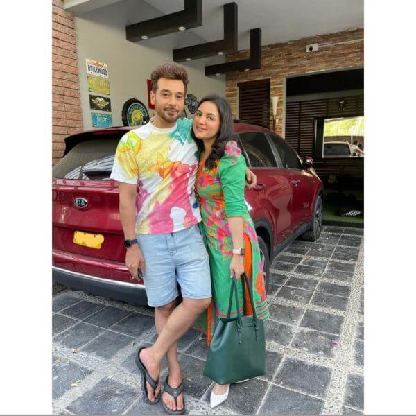 Beautiful Pictures of Faisal Qureshi With His Wife And Kids