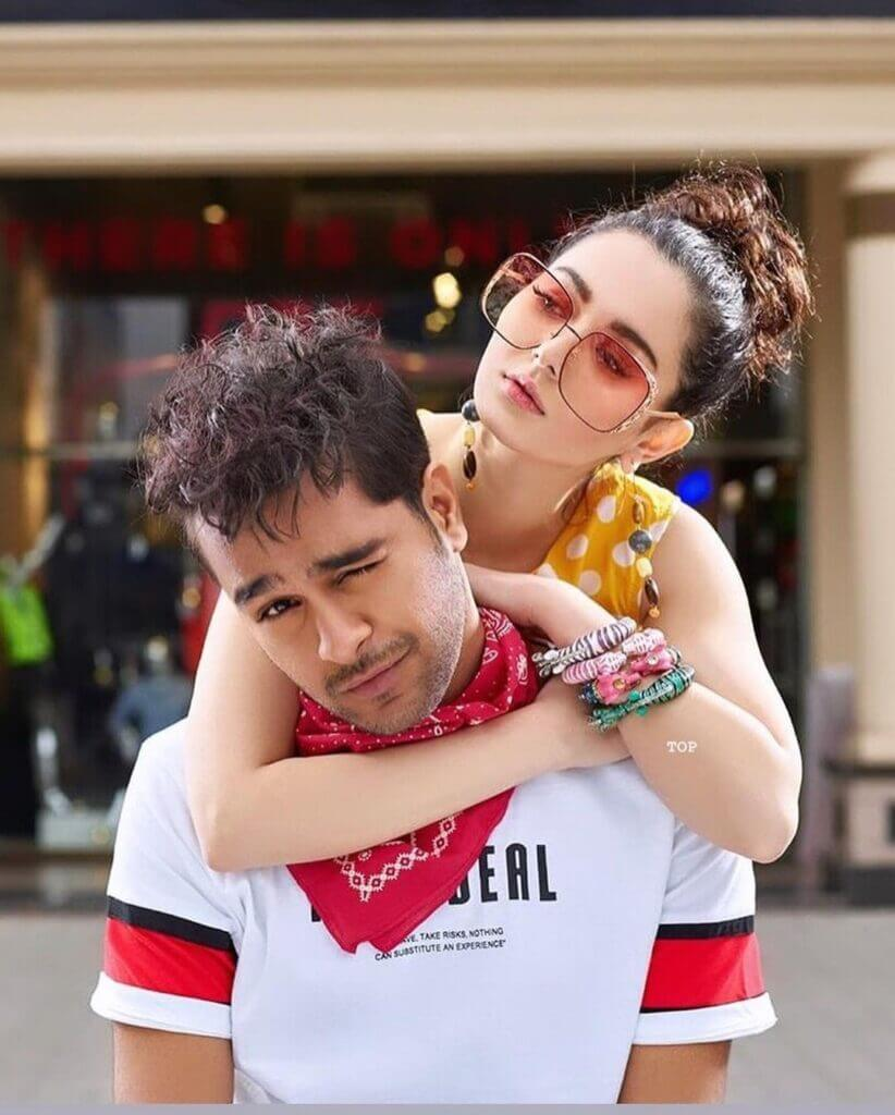 Hania Aamir New Latest Pictures With Her Lovely Friend Asim Azhar
