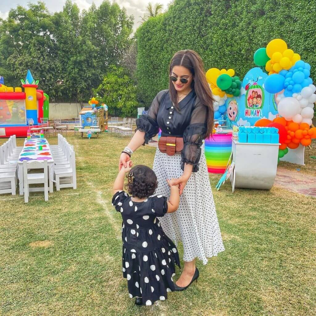 Ishq Tamasha Actress Aiman Khan Enjoying Birthday Party With Friends