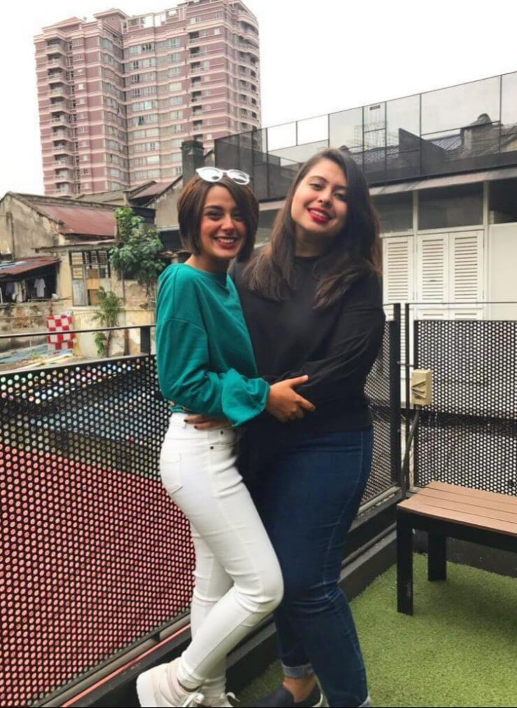 Iqra Aziz Latest Beautiful Pictures With Her Sister Sidra Aziz From USA