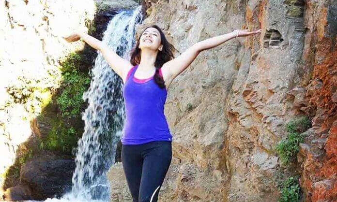Komal Aziz Khan Actress of Mohlat Drama Some Lovely Pictures