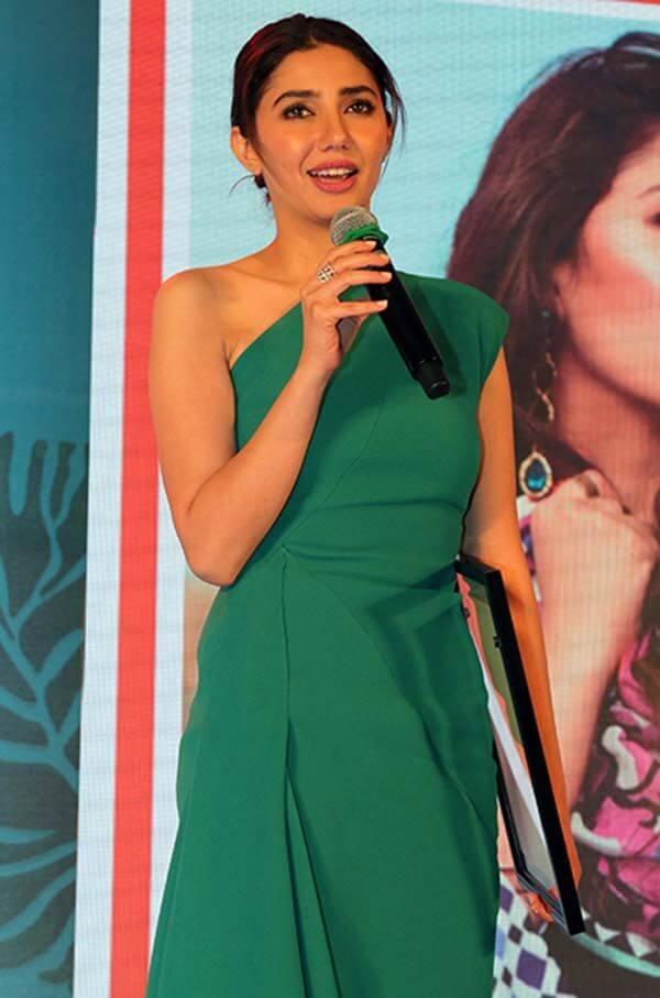 Beautiful Pictures of Mahira Khan Wearing Green Dress