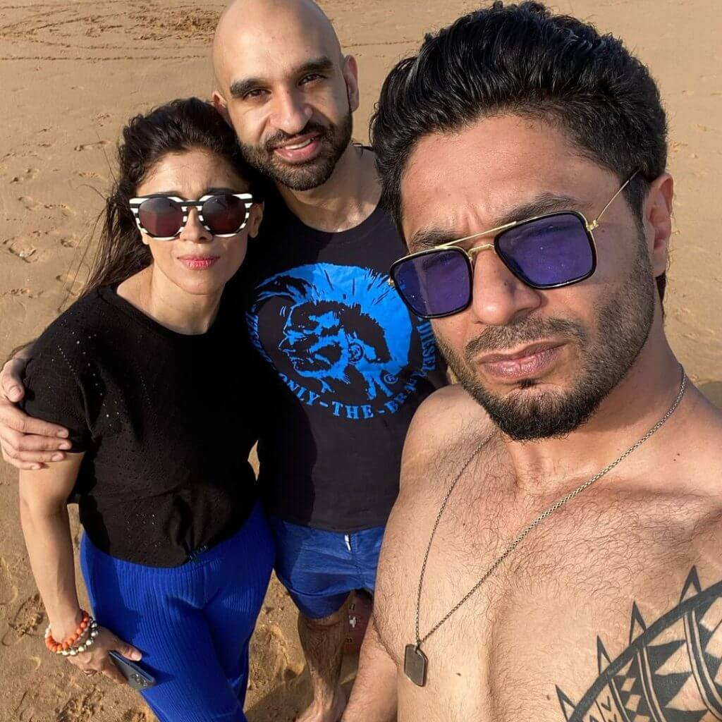 Momal Sheikh's Beach Party – Pictures Goes Viral!