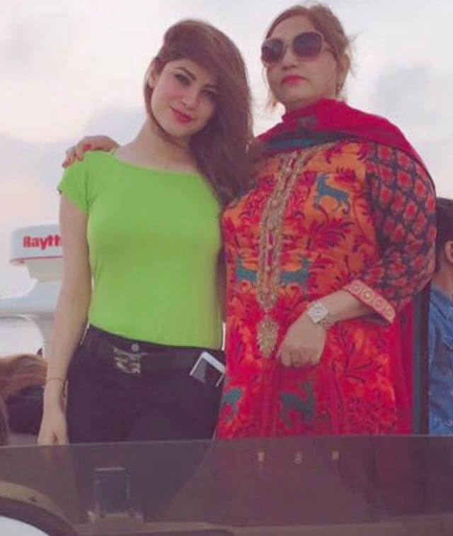 Neelam Muneer Mother Who Look Like Sisters Are Actually Mom And Daughter