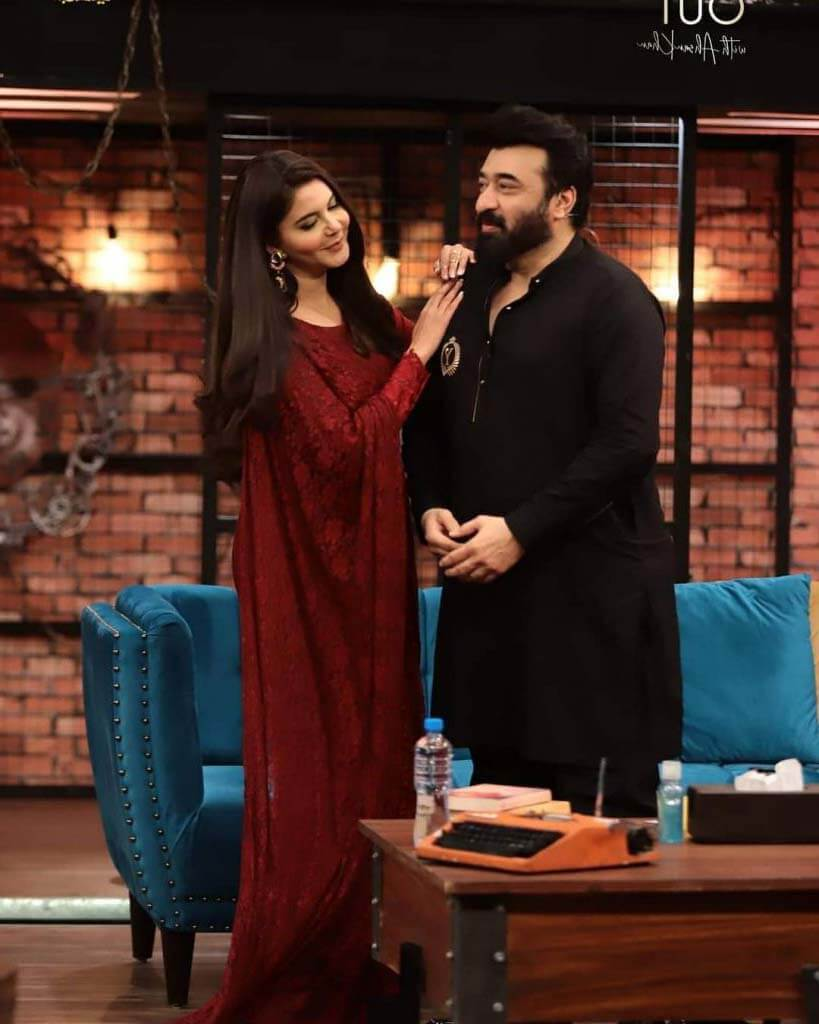 Beautiful Pictures of Nida Yasir's in Ahsan Khan Show