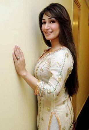 Reema Khan Cutely Expressing Her Love For Her husband Dr. Tariq Shahab