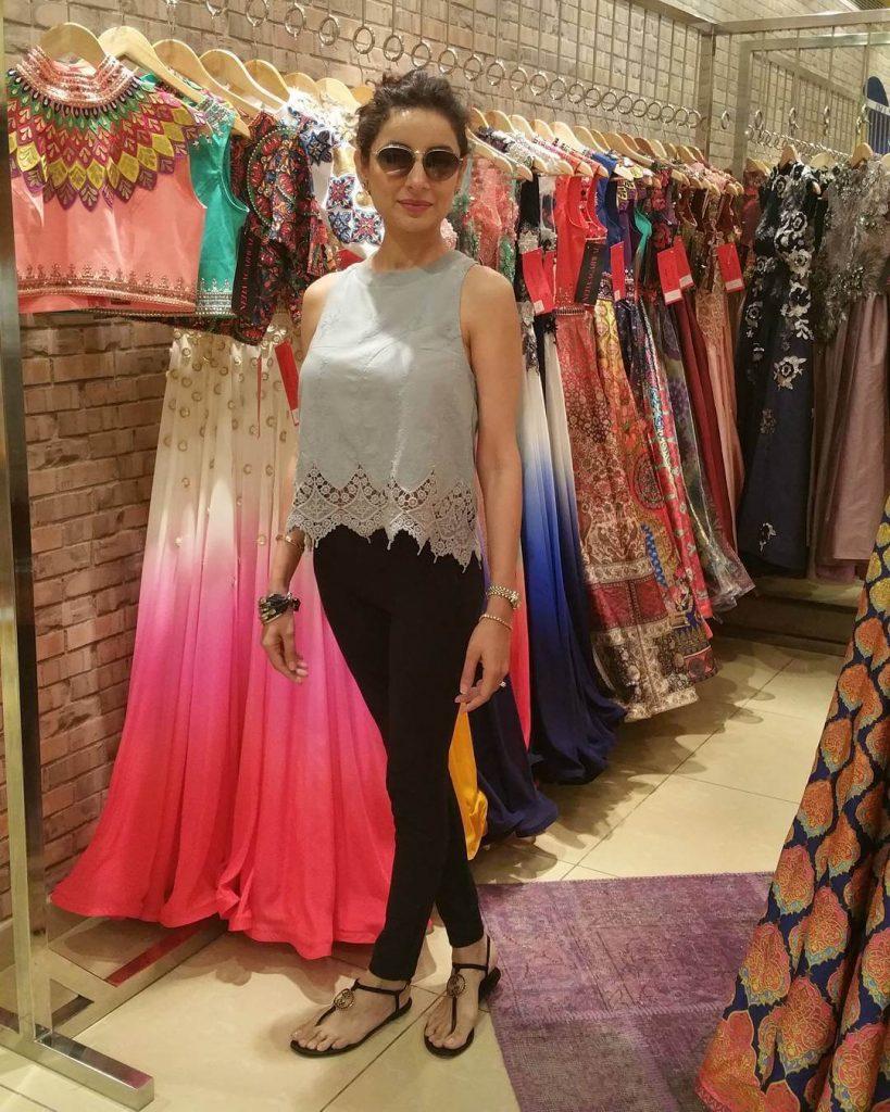 Beautiful Pictures of Sarwat Gilani Wearing Designer Frock in Fashion Pakistan Week
