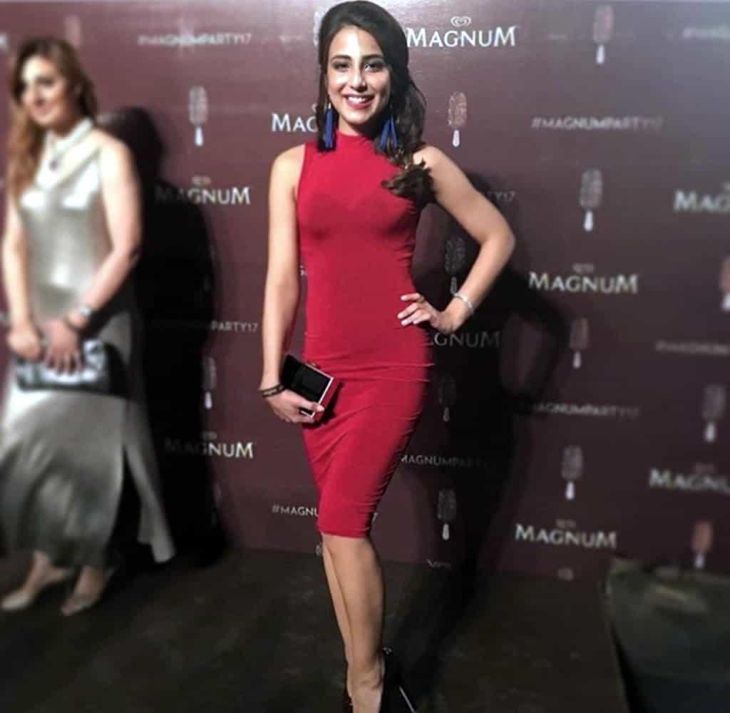 Ushna Shah Copying Kareena Kapoor… Seriously (See Pics)