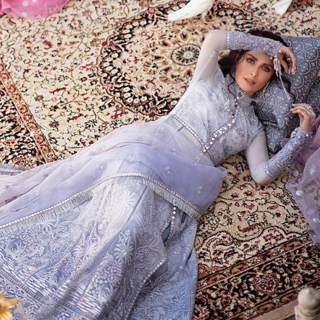 Ayeza Khan New Adorable Pictures Looking More Young