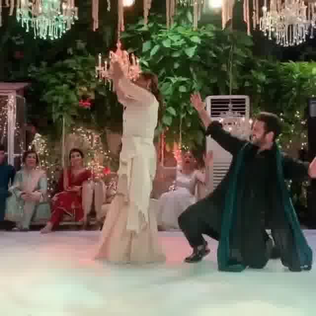 Dance Video of Beautiful Bushra Ansari At Her Friend's Wedding