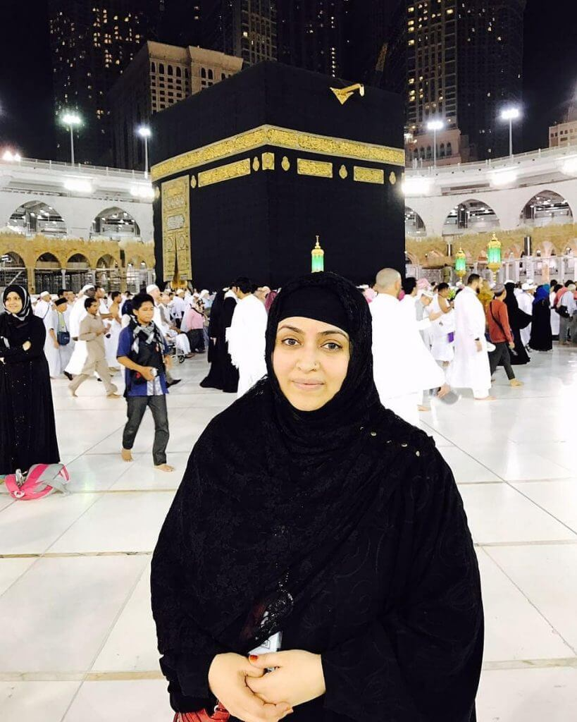 Beautiful pictures of famous Pakistani celebrities on Hajj and Umrah