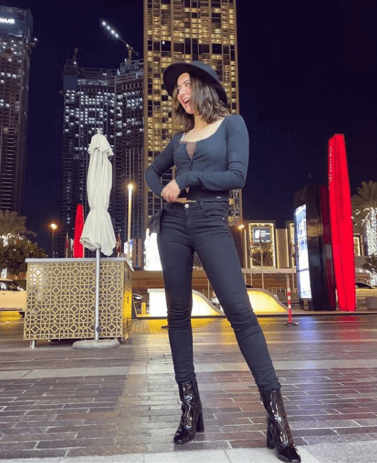 Hania Amir Shows Off Her Stylish Side In Her Latest Instagram Picture