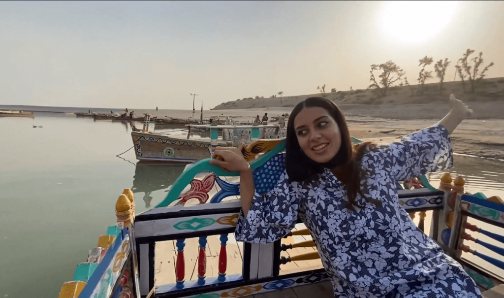 Actress Iqra Aziz Reached Jamshoro With Her Husband To Eat Fried Fish