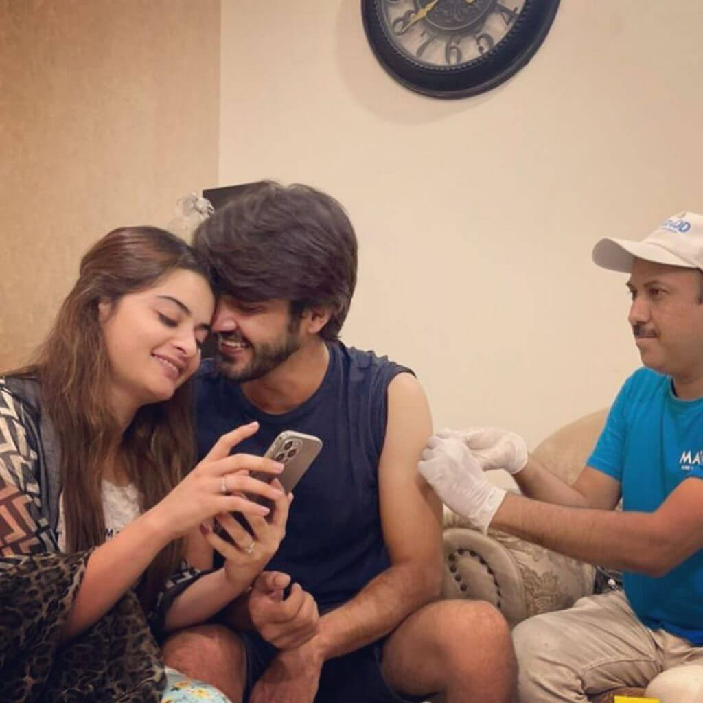 Beautiful Latest Pictures of Minal Khan With Her Husband